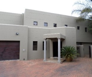 R 2,350,000 - 4 Bed House For Sale in Strubensvallei