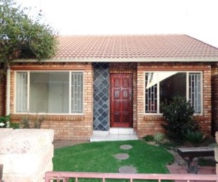 R 700,000 - 2 Bed Property For Sale in Dalpark