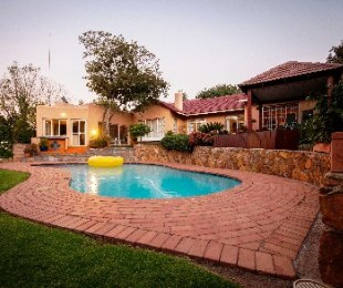 R 2,650,000 - 3 Bed Property For Sale in Constantia Kloof