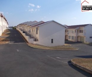R 975,000 - 3 Bed House For Sale in Effingham