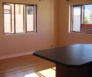 R 995,000 - 2 Bed Apartment For Sale in Fish Hoek