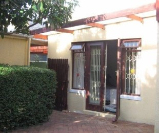 R 3,200,000 - 4 Bed House For Sale in Rondebosch