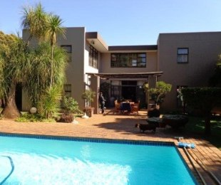 R 4,550,000 - 5 Bed House For Sale in Brooklyn