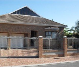 R 2,870,000 - 3 Bed Home For Sale in Protea Heights