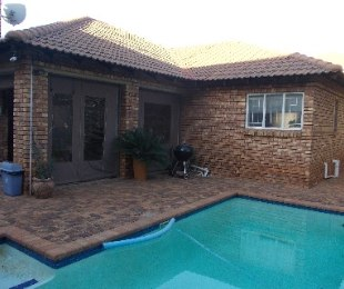 R 1,600,000 - 3 Bed House For Sale in Moreleta Park
