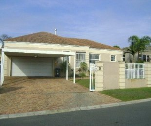 R 2,580,000 - 4 Bed Property For Sale in Langeberg Heights