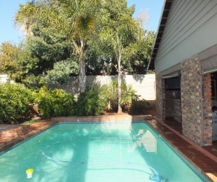 R 2,650,000 - 6 Bed House For Sale in Eldoraigne