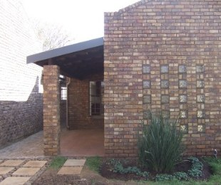 R 2,100,000 - 4 Bed Home For Sale in Wierda Park