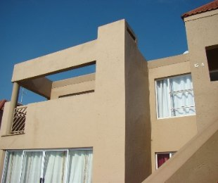 R 635,000 - 2 Bed Apartment For Sale in Allens Nek