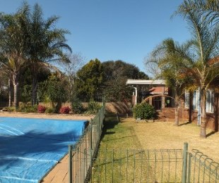 R 2,650,000 - 4 Bed House For Sale in Eldoraigne