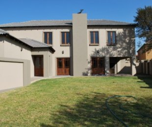 R 2,695,000 - 3 Bed Home For Sale in Willow Acres