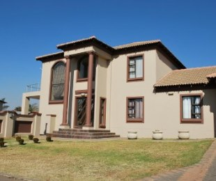R 2,850,000 - 5 Bed House For Sale in Willow Acres