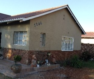 R 1,350,000 - 3 Bed House For Sale in Moregloed