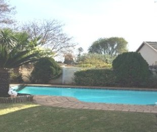 R 2,100,000 - 3 Bed House For Sale in Farrarmere