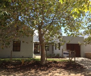 R 1,650,000 - 2 Bed Property For Sale in Stanford