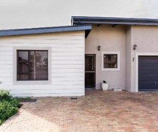R 1,325,000 - 3 Bed House For Sale in Sonstraal Heights