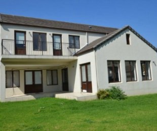 R 2,600,000 - 3 Bed Property For Sale in Paarl