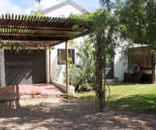 R 2,200,000 - 4 Bed Property For Sale in Stanford