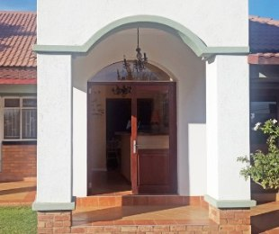 R 2,800,000 - 5 Bed Guest House For Sale in Klerksdorp