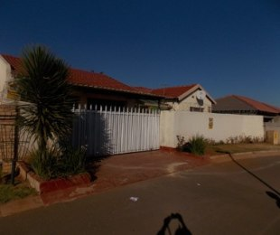 R 780,000 - 3 Bed Property For Sale in Dawn Park