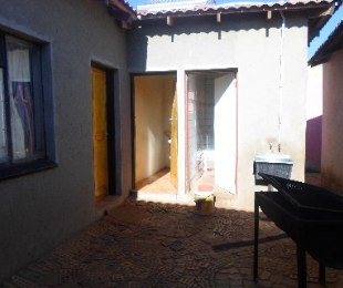 R 580,000 - 1 Bed House For Sale in Lenasia South