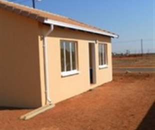 R 490,000 - 2 Bed House For Sale in Protea Glen