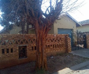 R 600,000 - 3 Bed House For Sale in Protea North