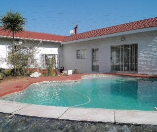 R 2,450,000 - 4 Bed Home For Sale in Bramley North