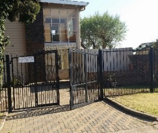 R 650,000 - 2 Bed Property For Sale in Kempton Park