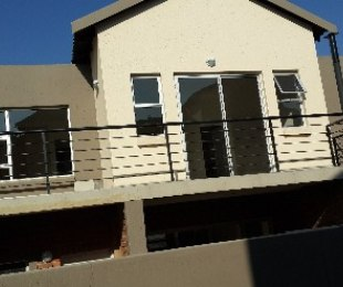 R 14,000 - 3 Bed Property To Rent in Craigavon