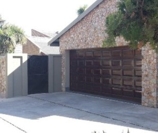 R 2,650,000 - 4 Bed Home For Sale in Glen Marais