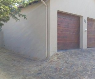 R 2,350,000 - 3 Bed Property For Sale in Eagle Canyon Golf Estate