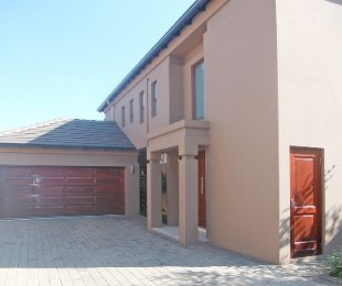 R 35,000 - 4 Bed Property To Rent in Bryanston East