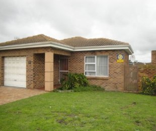 R 1,295,000 - 2 Bed House For Sale in The Crest