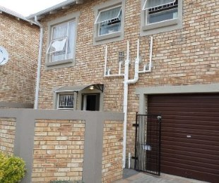 R 960,000 - 3 Bed Property For Sale in Wilgeheuwel