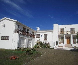 R 1,950,000 - 4 Bed House For Sale in Pearly Beach