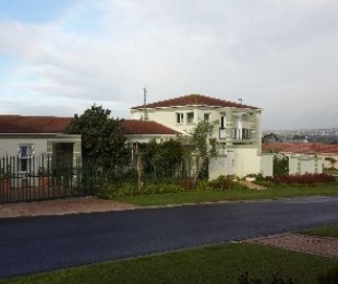 R 3,600,000 - 4 Bed House For Sale in Sonstraal Heights