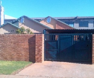 R 650,000 - 3 Bed House For Sale in Protea Glen