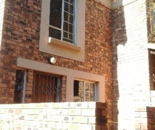 R 1,772,000 - 3 Bed Property For Sale in Die Hoewes