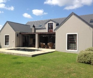 R 3,550,000 - 5 Bed House For Sale in Stanford