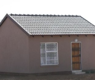 R 515,000 - 2 Bed House For Sale in Protea Glen