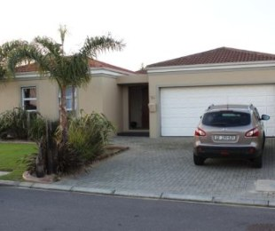 R 1,895,000 - 3 Bed House For Sale in Kleinbron
