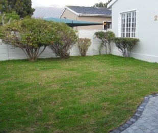R 2,825,000 - 3 Bed Property For Sale in Kirstenhof