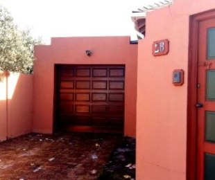 R 2,900,000 - 3 Bed House For Sale in Rondebosch