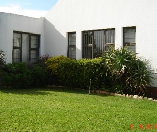 R 2,550,000 - 4 Bed Home For Sale in Edgemead