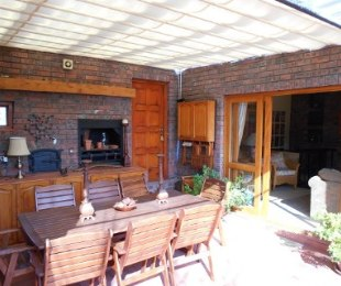 R 4,750,000 - 5 Bed Property For Sale in Constantia
