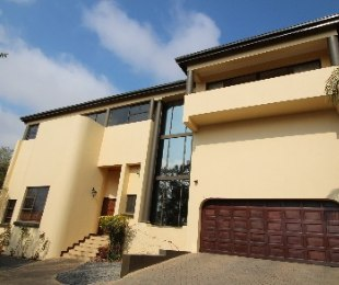 R 4,500,000 - 6 Bed Guest House For Sale in Zwartkop