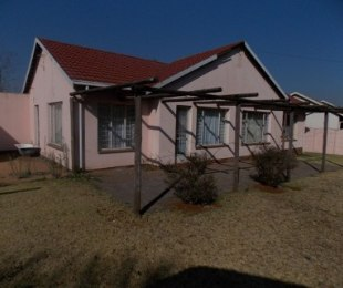 R 700,000 - 4 Bed Home For Sale in Dawn Park
