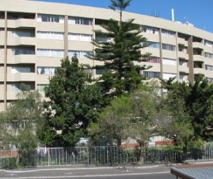 R 770,000 - 2 Bed Apartment For Sale in Parow North