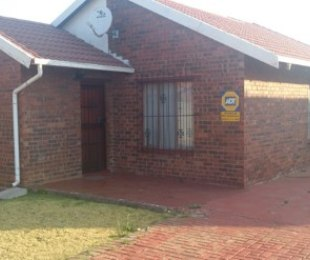 R 4,000 - 3 Bed Property To Rent in Dawn Park